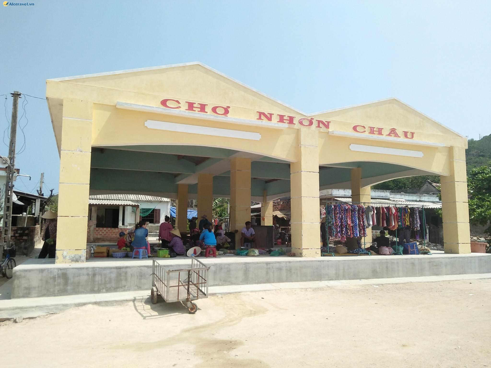 Chợ Cù Lao Xanh tại xã đảo Nhơn Châu