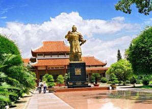 Tour  Tháp Đôi - Hầm Hô - Bảo Tàng Quang Trung - Đàn tế trời